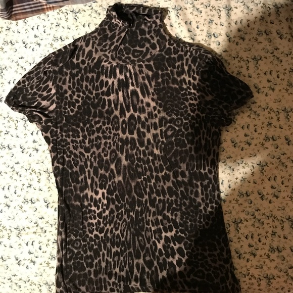 Tops Gray Leopard Print Short Sleeve Turtle Neck Poshmark